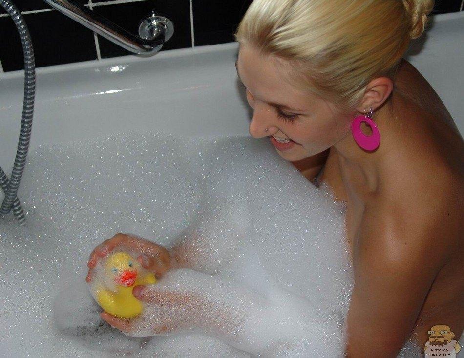Chica amateur: Fiesta de la espuma
