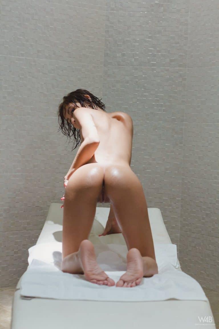 Fotos XXX de chica muy húmeda en la bañera